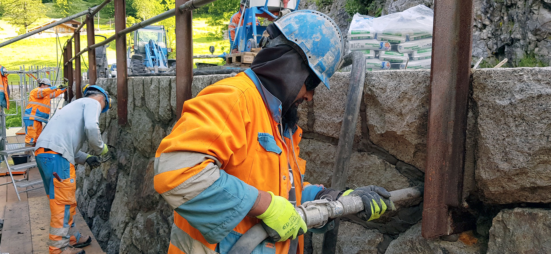 Natursteinmauerwerk-Sanierung