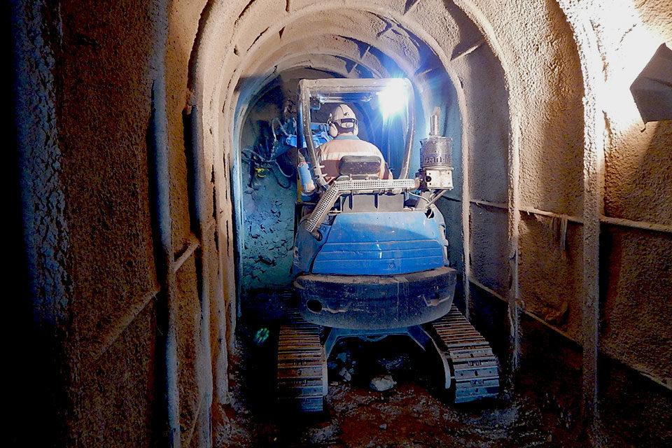 Unterirdische Hauszugänge in Ronco: Zugangsstollen